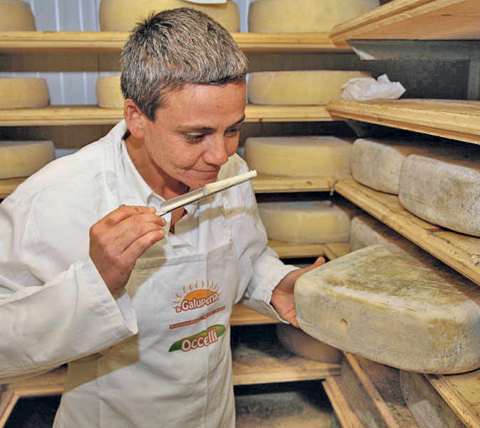 Welcome to Bossolasca, a town situated at a high altitude in Cuneo province, Alta Langa. It is here that dairy artisan Carla Occelli and her company produce high-quality butter and cheese.