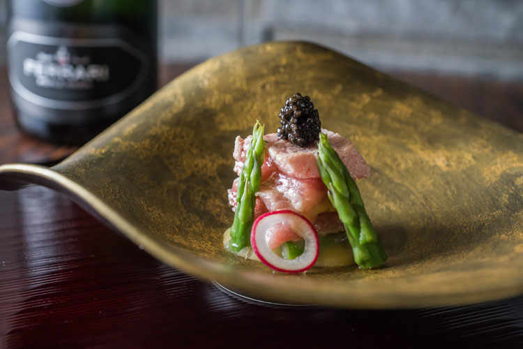 Ferrari Trentodoc wines meet Japanese cuisine in a four-day event at Sushi B, the restaurant lead by Chef Niimori Nobuya in Brera, Milan.